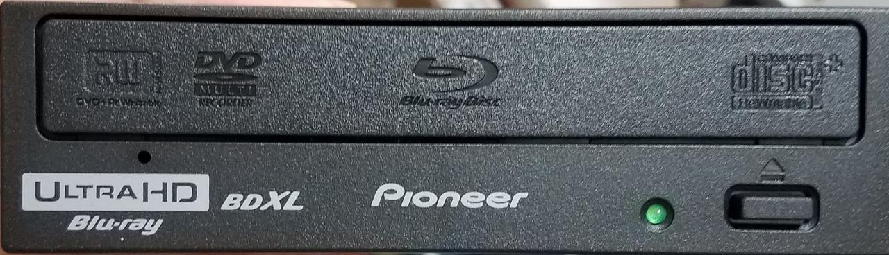 https://forum.cdrinfo.pl/attachments/f107/143911d1571019344-pioneer-bdr-s12j-bk-bdr-s12j-x-bdr-212-ultra-hd-blu-ray-drive-front.jpg