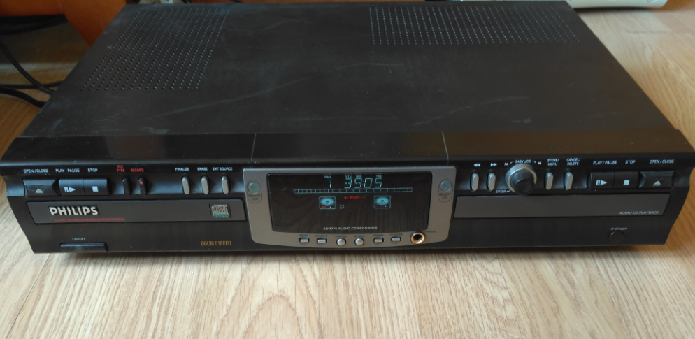 Philips CDR-775 Compact Disc Recorder 2000r.-2.png