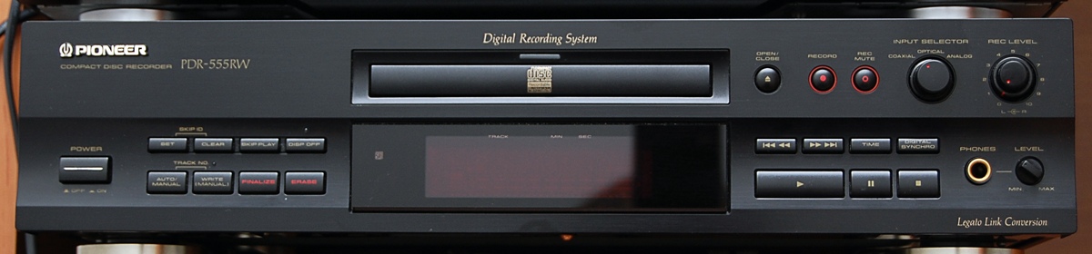 Pioneer PDR-555RW Compact Disc Recorder 1998 r.-front_pan_01.png