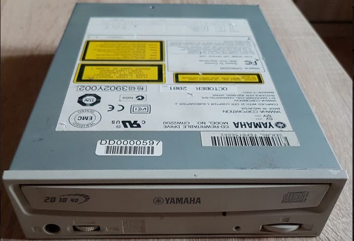 Yamaha CRW-2200E 2001r.-przechwytywanie01.png