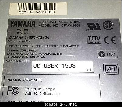 Yamaha CRW4260t SCSI 1998r.-gora.jpg
