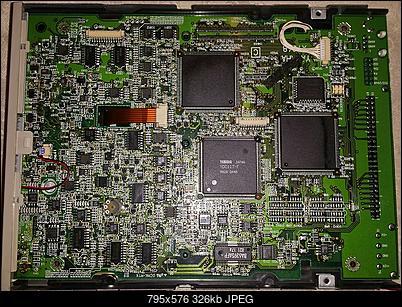 Yamaha CRW4260t SCSI 1998r.-srodek.jpg