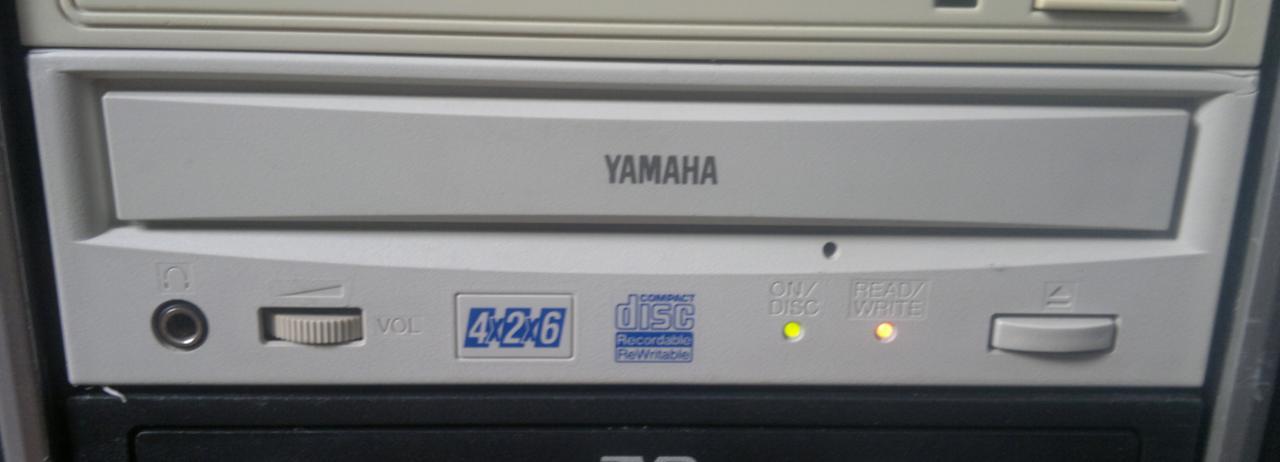 Yamaha CRW4260t SCSI 1998r.-2016-07-10_13-10-49.jpg