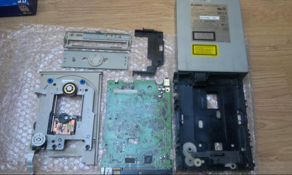 Yamaha CRW-6416S SCSI 1999r. Refurbished-2017-06-02_14-30-18.jpg